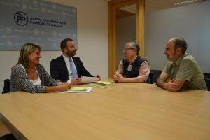 Membros de Vespera de nada falando sobre o informe cos deputados do PPdG Maite Cancelo e Gonzalo Trenor